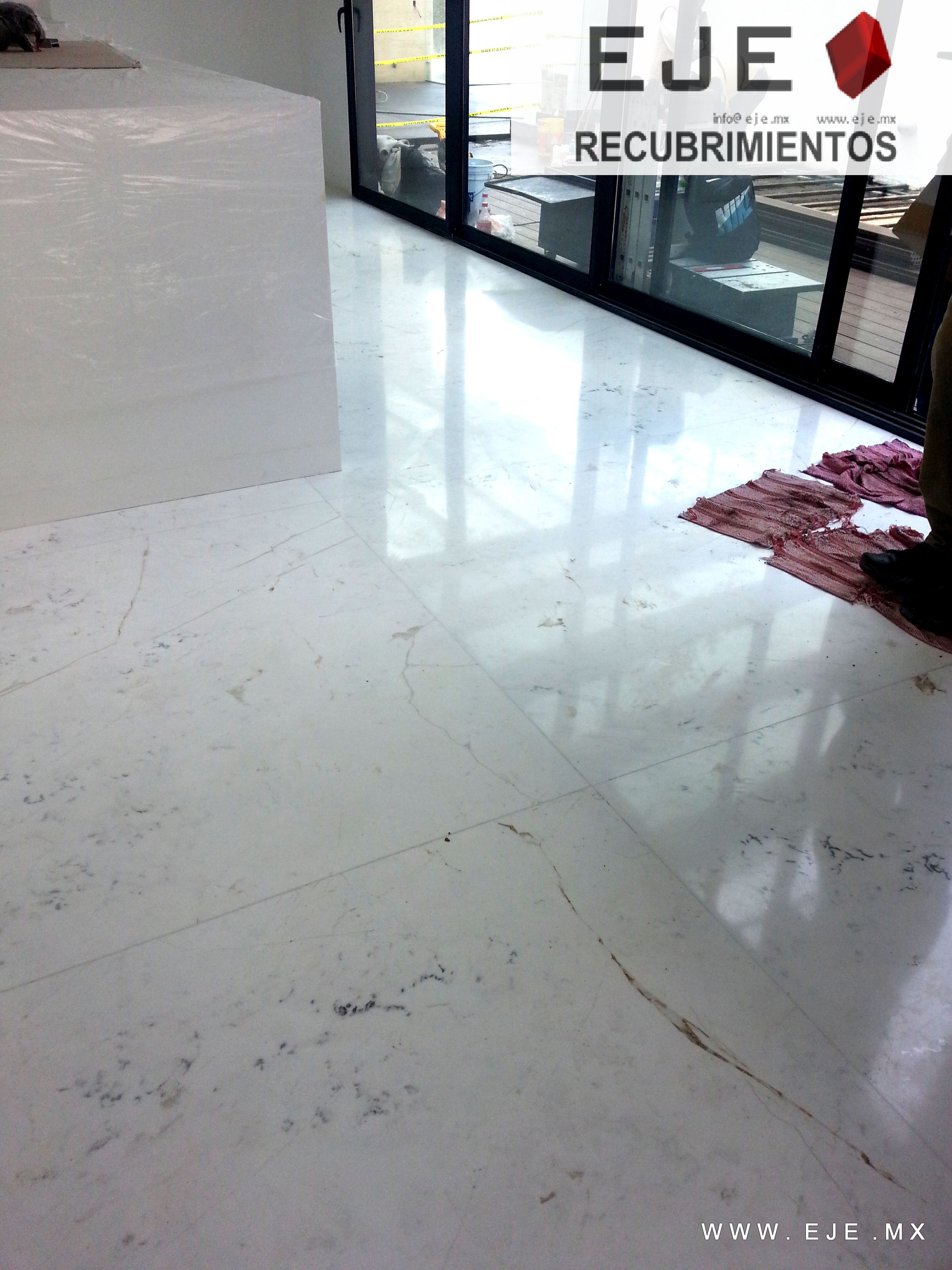 Eje recubrimientos obra hacienda vallescondido piso de for Marmol blanco pulido
