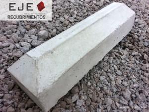 2Tope para estacionamiento vehicular de concreto precolado 13x15x60 gris con varillas de anclaje