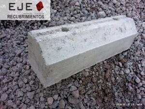 Tope para estacionamiento vehicular de concreto perforado gris de 13x15x50  2